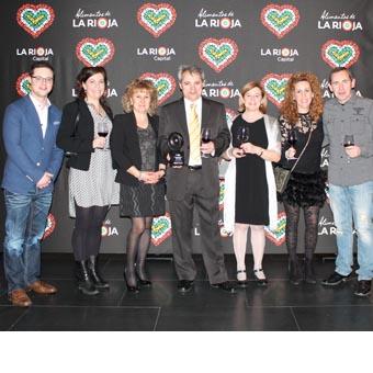 Javier Pascual, director y fundador de La Prensa del Rioja y el equipo de la revista en el Palacio de Congresos de La Rioja donde se celebró la gala de entrega de premios